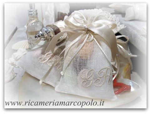 Bomboniere Matrimonio Ricamate.Bomboniere E Sacchetti Ricamati Nuove Tendenze Per I Matrimoni